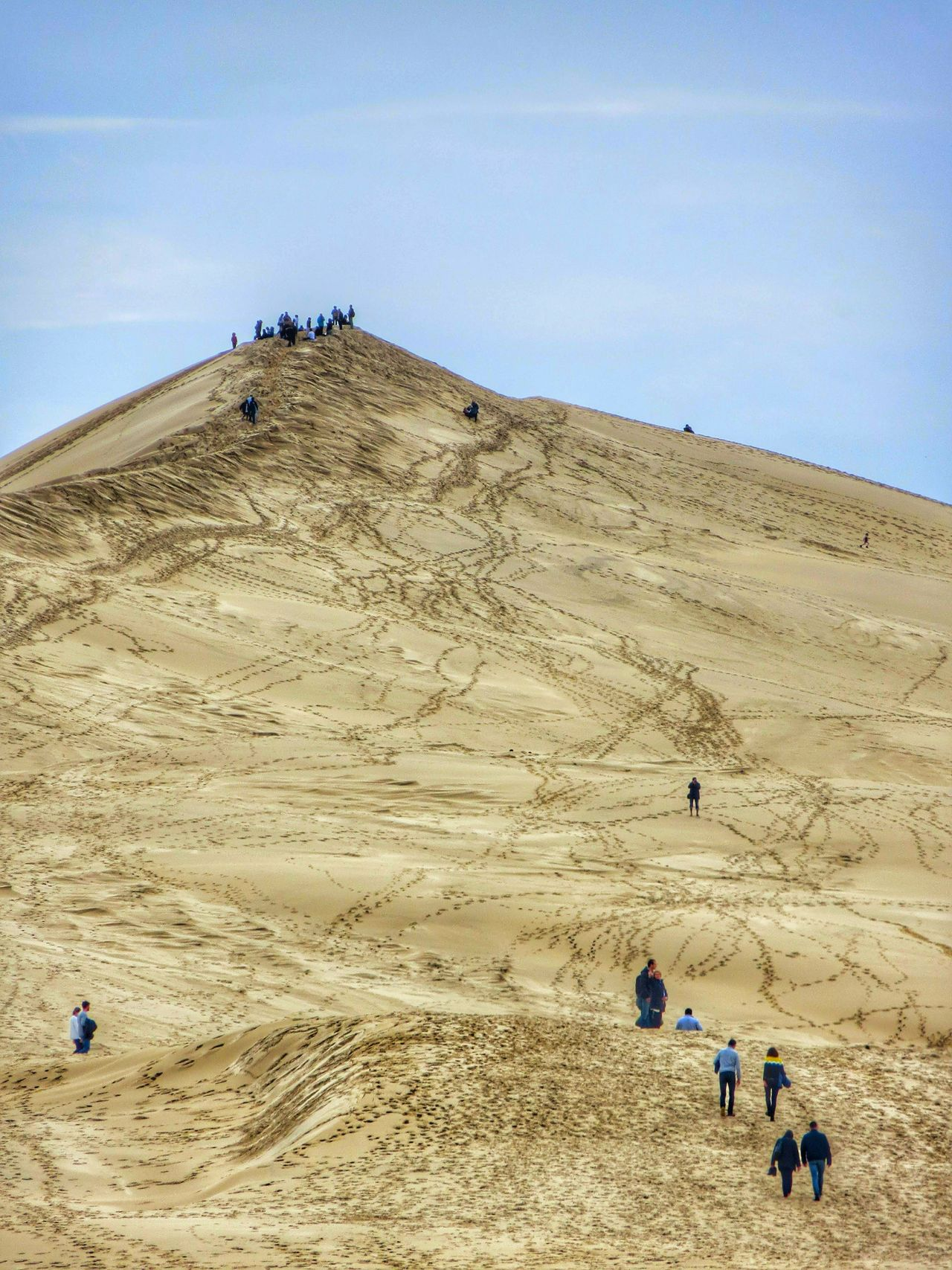 Sand Real People Beach Large Group Of People Lifestyles Sky Outdoors Leisure Activity Vacations Nature Day Landscape Men Beauty In Nature Sand Dune People Hiking Dune Vacations EyeEm Best Shots EyeEm Gallery Travel Destinations Dune Du Pyla Desert Landscape Beauty In Nature
