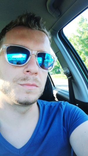 Sunglasses Looking At Camera One Person Road Trip Football Training Coach 1ffcchemnitz