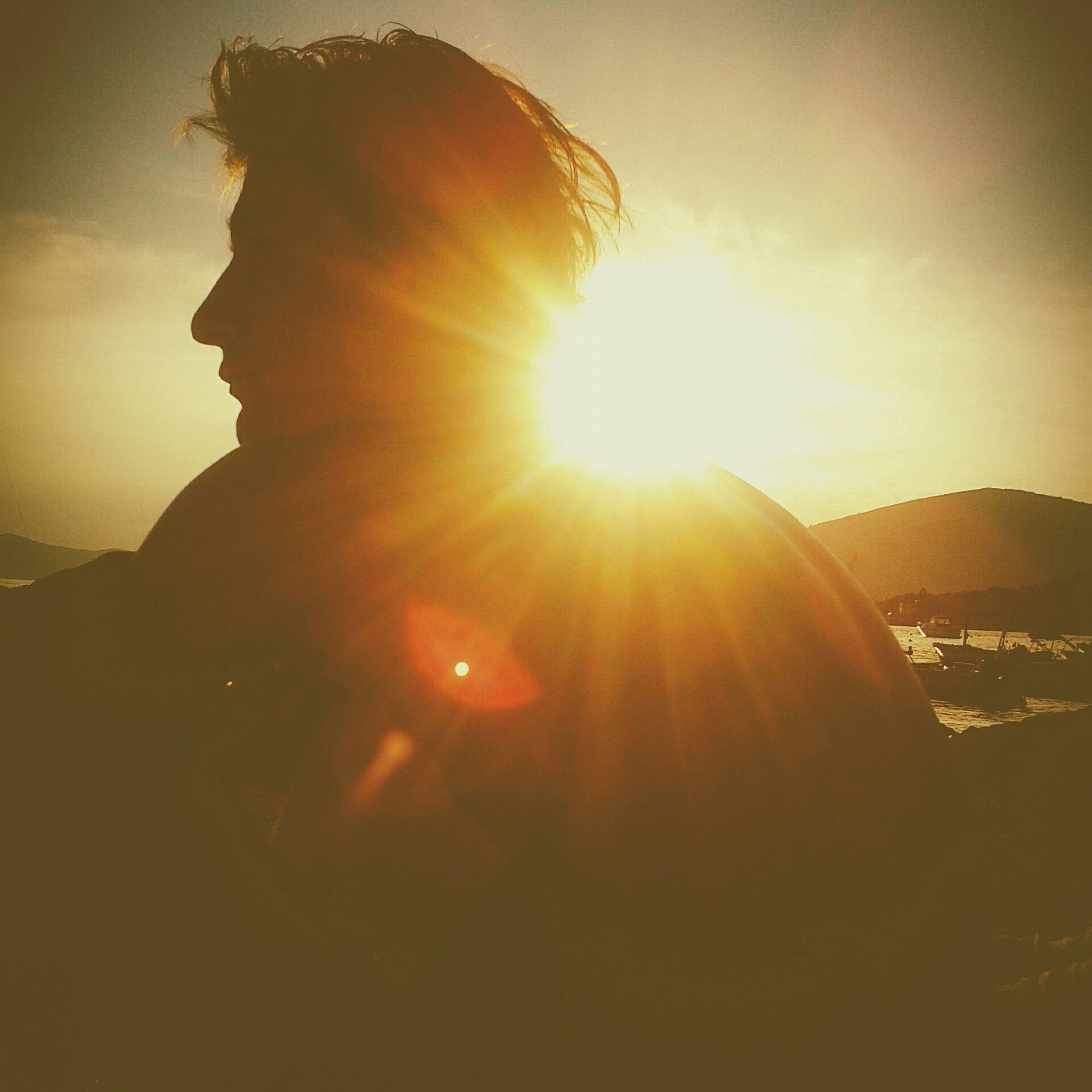 sun, sunset, sunbeam, mountain, sunlight, tranquility, scenics, tranquil scene, beauty in nature, lens flare, sky, nature, silhouette, idyllic, landscape, mountain range, tourism, orange color, non-urban scene, travel destinations