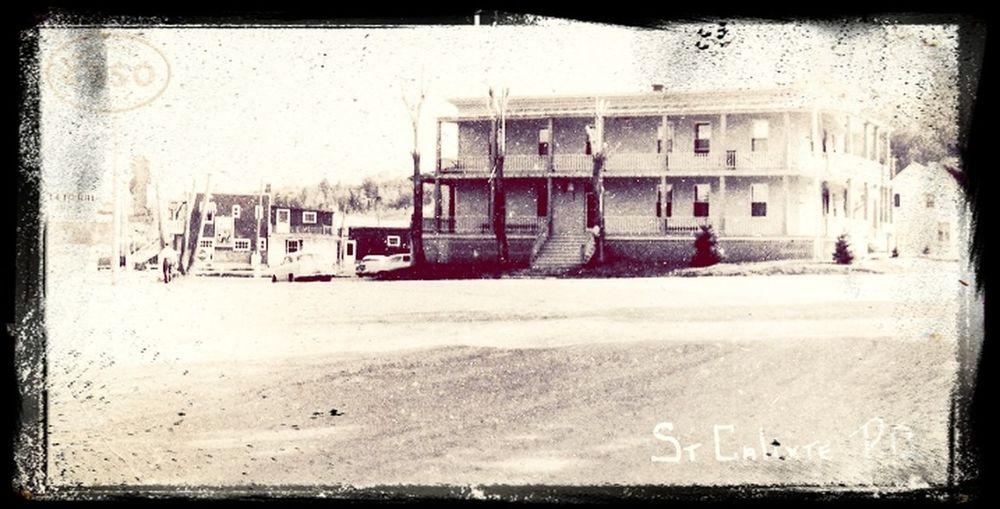 Hotel bellevue1950..est un monument historique et le village l ignore qu elle tristesse je trouve.