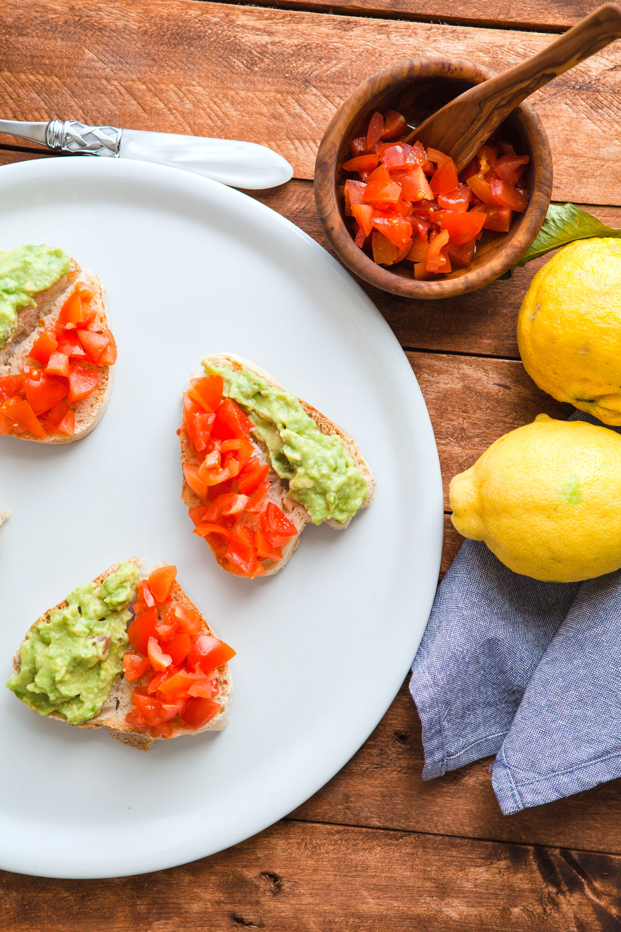 Heart shaped bruschetta with guacamole sauce and chopped tomato. Bread Bruschetta Ignorante Chopped Freshness Guacamole Healthy Eating Heart Shape Messy No People Plate Ready-to-eat Real Life Rustic Tomato Wood