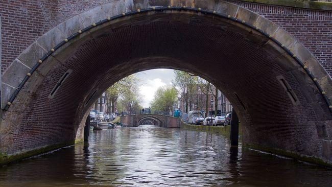 Amsterdam City Canal Bridge Taking Photos Traveling Travel Eye Em A Traveller EyeEm Best Edits EyeEm Best Shots EyeEmBestPics Eye4photography  EyeEm Gallery People Turist The Street Photographer - 2016 EyeEm Awards