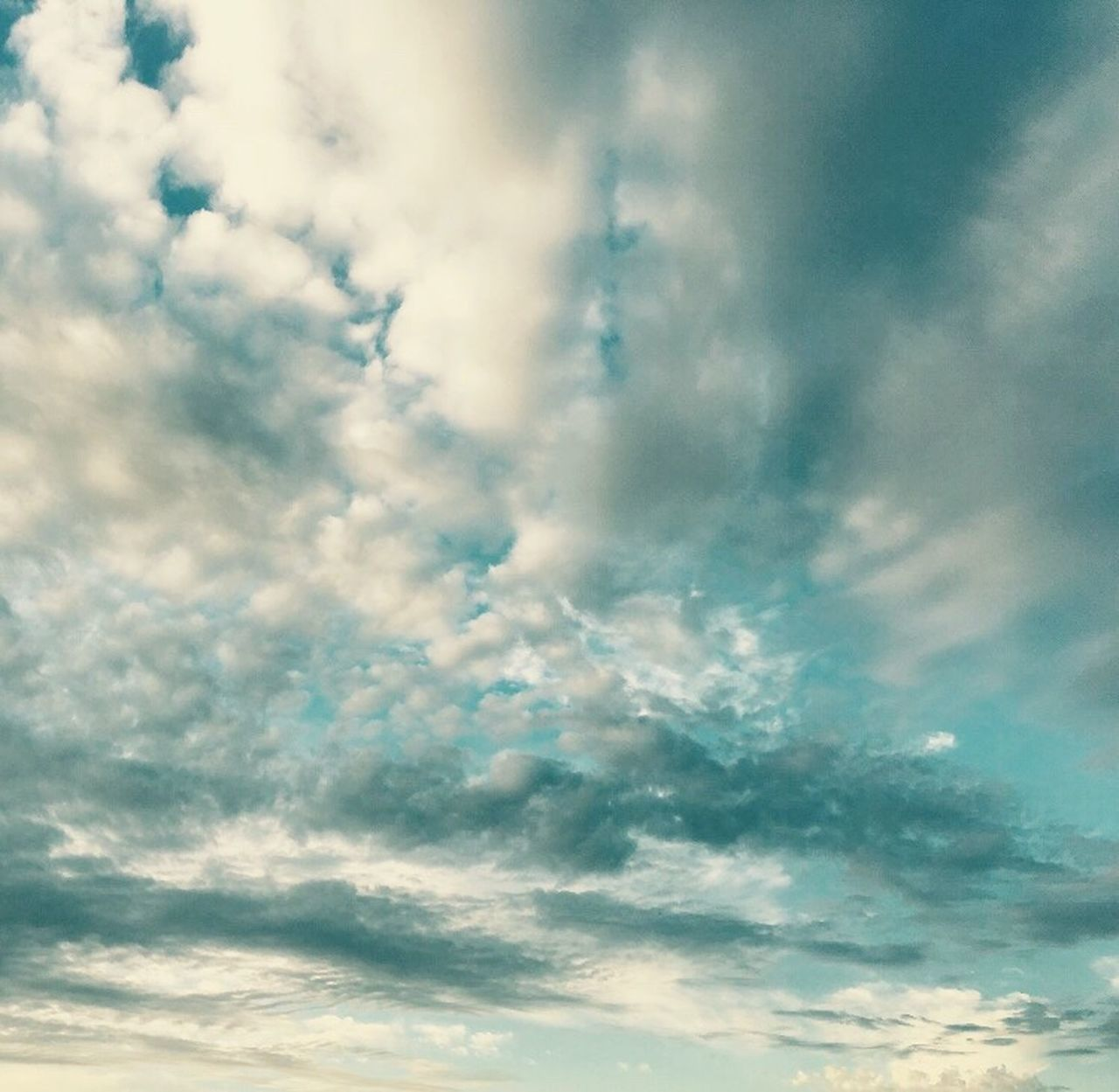 beauty in nature, nature, sky, low angle view, cloud - sky, backgrounds, sky only, cloudscape, full frame, no people, tranquility, scenics, day, outdoors