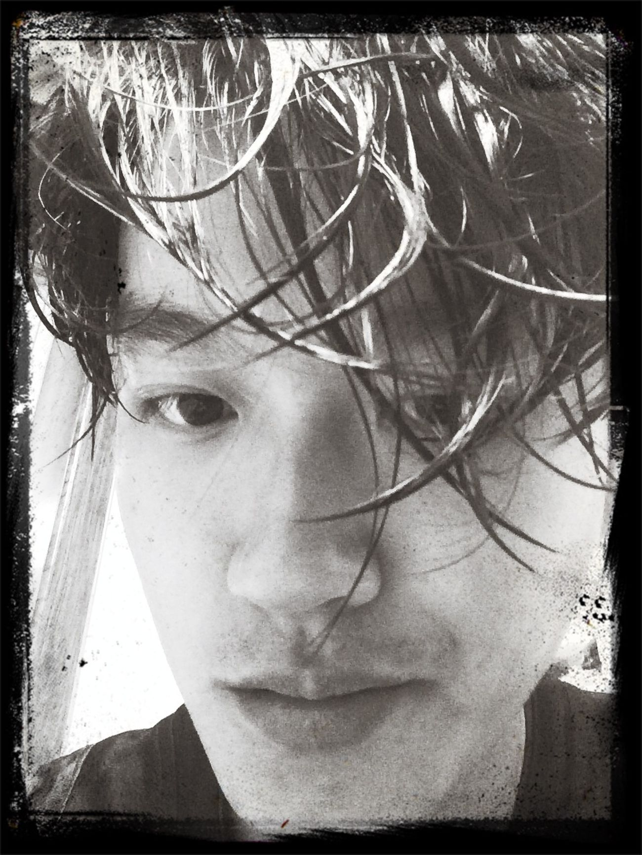 刚洗完澡,外面下雨了。