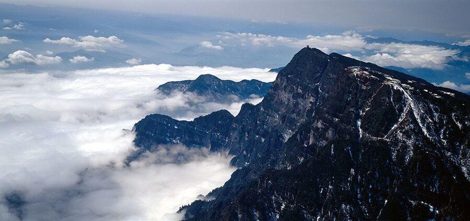 这张也是1997年12月拍摄的,林哈夫612相机。 Mountain Landscape Mountain Range Cloud - Sky Mountain Peak Hiking Sky Nature Snow Beauty In Nature Scenics Outdoors No People Tranquility Fog Day
