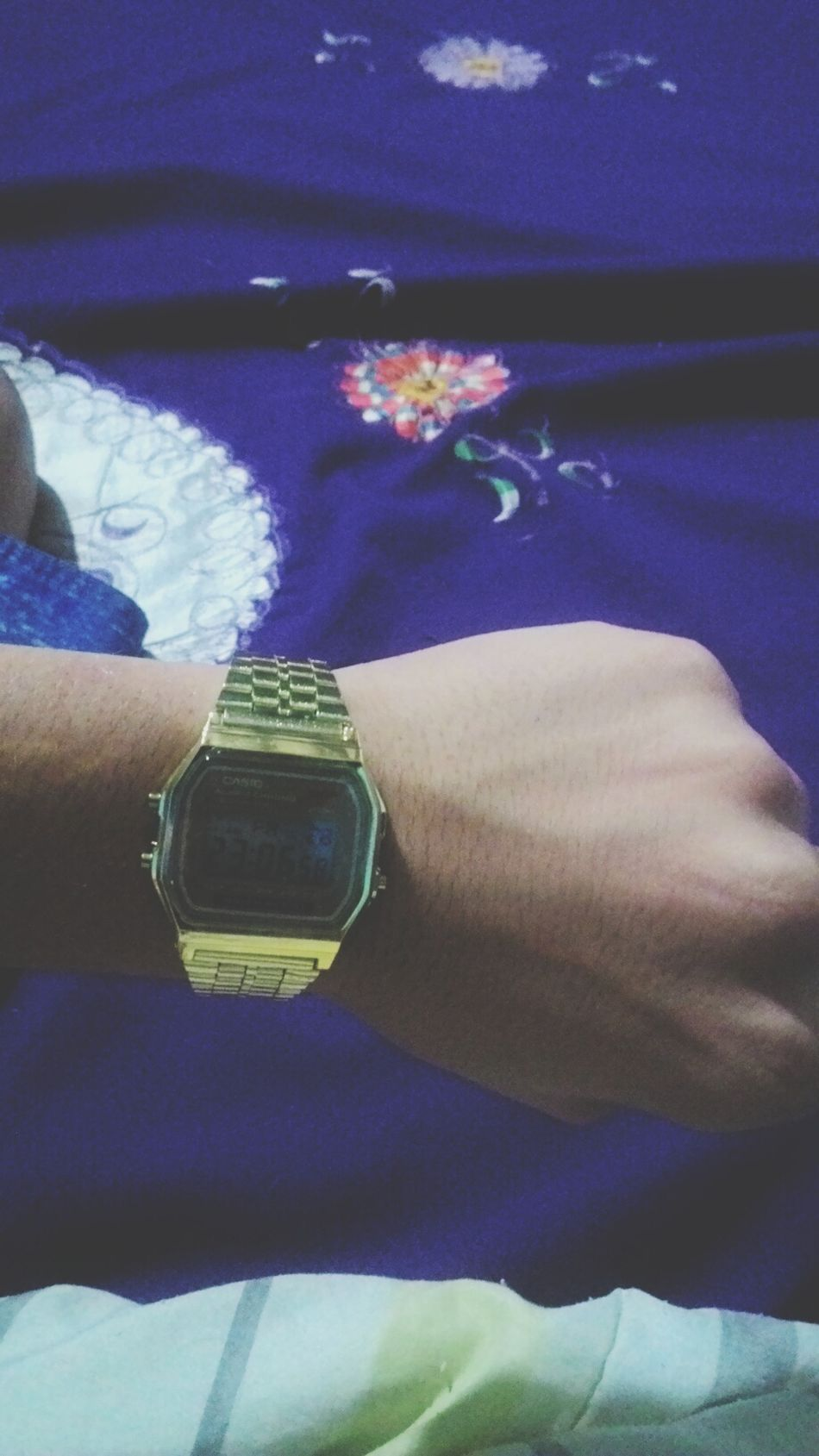 One Person Watch Gold Casio Watch Casiogold