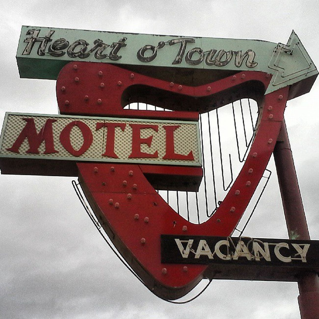 Downtown Signage Town Vacation Vacancy Heart Streetview Neon Sign Motel Photooftheday Picoftheday Nofilter Reno Streetshot Trailblazers_rurex Trb_whatsyoursign Oldsigns Signgeeks Streetalma Rous_roadsigns Signfixation Signswitharrows Savethesigns Igsignage Neon_signs Retrosign Igsigns Oldreno