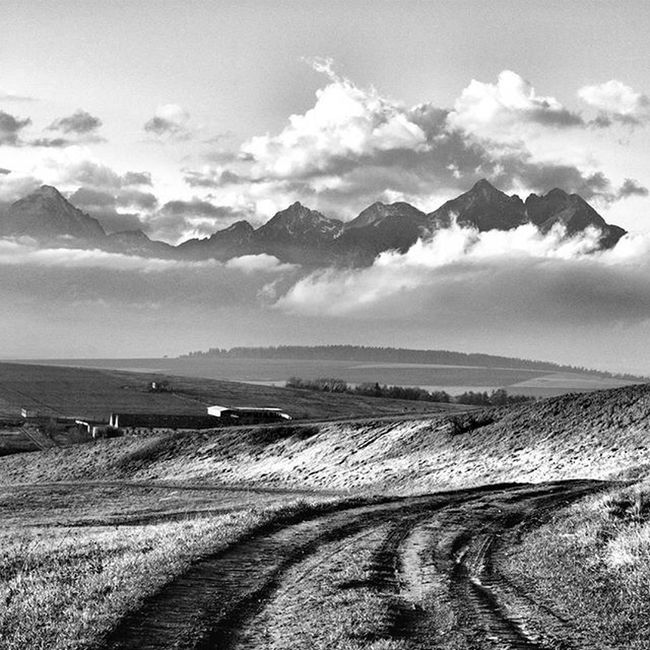 Cloudy mountains Pureslovakia Thisisslovakia Explore_slovakia Insta_svk Bnw_planet Bnw_landscape Bnw_captures Bnw MonochromePhotography Landscape_captures Sky Clouds Blackandwhitephotography Lory_bw
