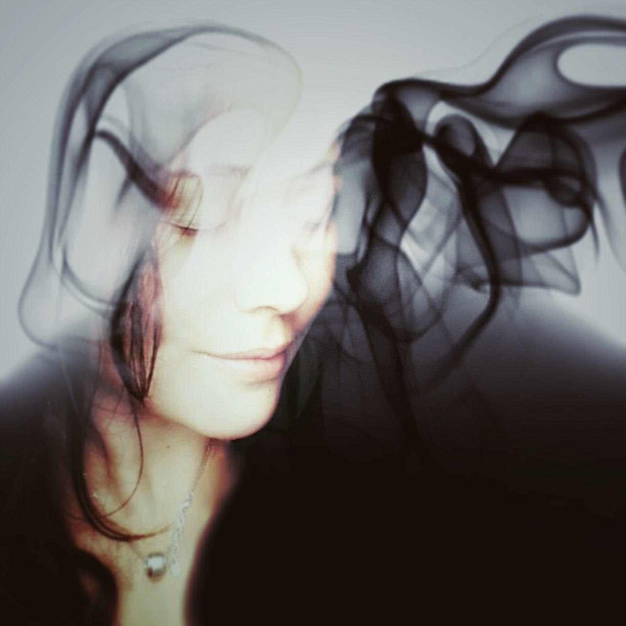 Brainstorm Motion One Woman Only Eyes Closed  Close-up Abstract Surrealism 3XSPUnity Artistic Hello World EyeEm Best Edits Fantasy Edits Photography Check This Out EyeEm Gallery EyeEm Best Shots Photography Themes Popular Photos Atmosphere Different Real People ArtWork Fantasy