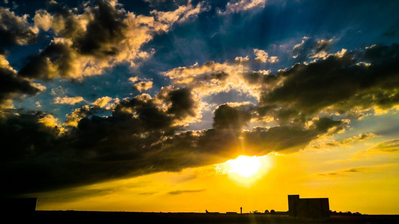 Sunset Kansas City Kci Aiport Kcmo Yellow Blue White Sky Sun
