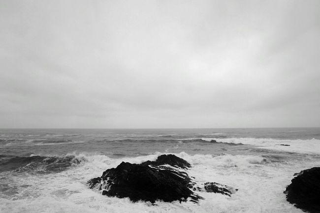 Facing The Ocean Ribadeo Blackandwhite Monochrome High Tide Echándote De Menos / CdB