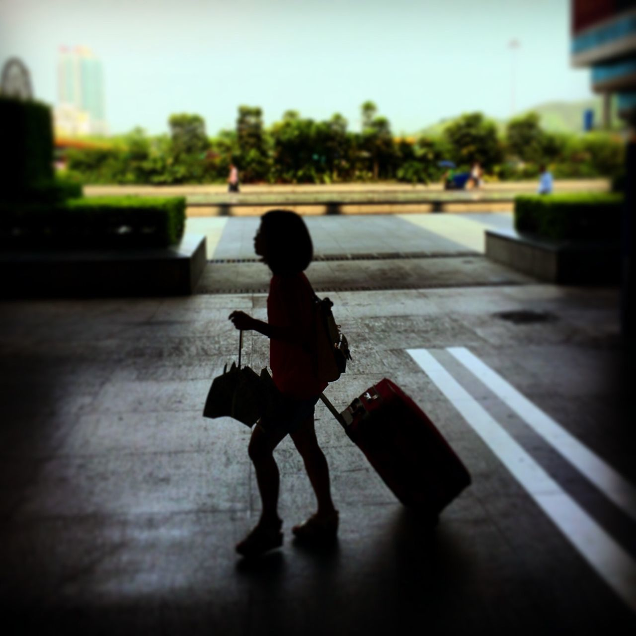 Traveling Luggage Train Station Station Trip Boarding City Life Travel Ready To Go Leaving City Leaving On Way IPhoneography Shenzhen China Daily Life Carrying Heavy Stuff Carrying Carrying Luggage The City Light Long Goodbye