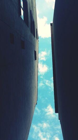 Streifhimmel Himmelfleck Lichtkanal Lichtstreif Wolkenstück Himmelwolke Haushoch Himmelhaus Sky And Clouds Sky Blue Sky Perspective