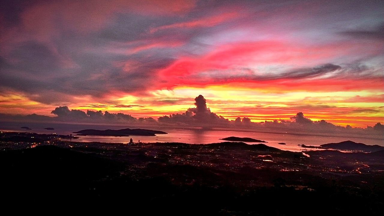 Island In The Sun Sea View Sea And Sky Red Sky Clouds And Sky Borneo Horizon The Great Outdoors With Adobe The Photojournalist - 2016 EyeEm Awards The Great Outdoors - 2016 EyeEm Awards Sunset Hello World Meditation 43 Golden Moments