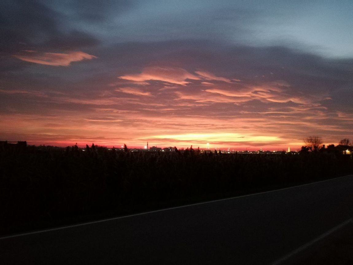 Winter sunset in the countryside, on my way to back home (5:30 PM Veneto, North of Italy)... Sunset Outdoors Sky Nature Mywaytohome Iconico