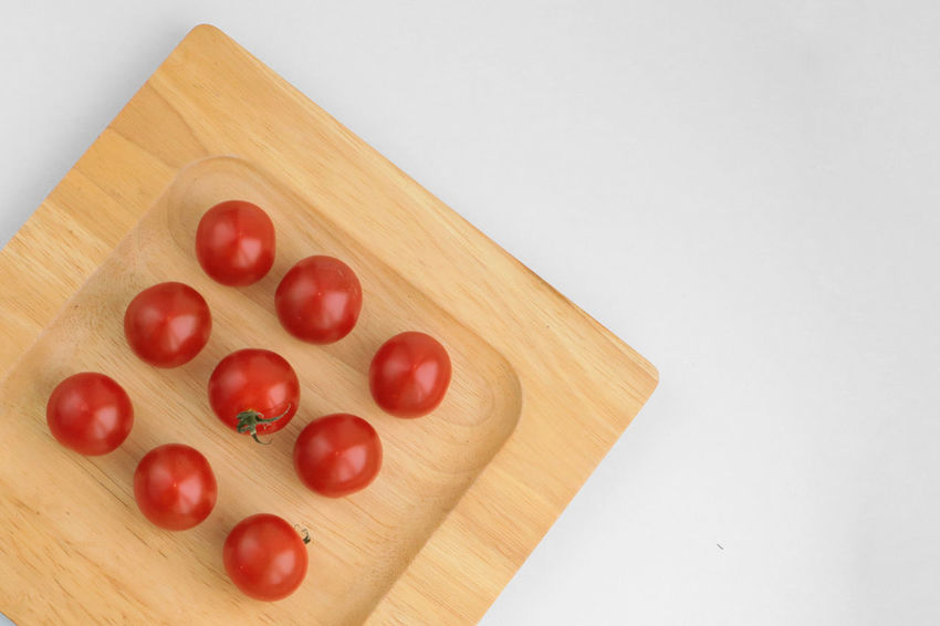 Close-up Day Food Food And Drink Freshness Geometric Shape Geometry Healthy Eating Healthy Food Healthy Lifestyle In A Row Indoors  Nine No People Order Plate Red Table Tomato Tomatoes White Background Wood