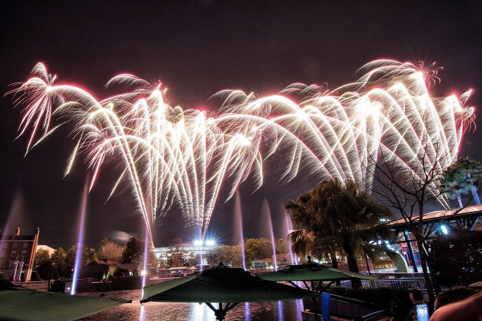 Fireworks Pyrotechnics Night Light Firework Display Long Exposure Illuminated Exploding Firework - Man Made Object Celebration Event Motion Arts Culture And Entertainment Blurred Motion Low Angle View Sky Outdoors Built Structure No People Building Exterior Firework