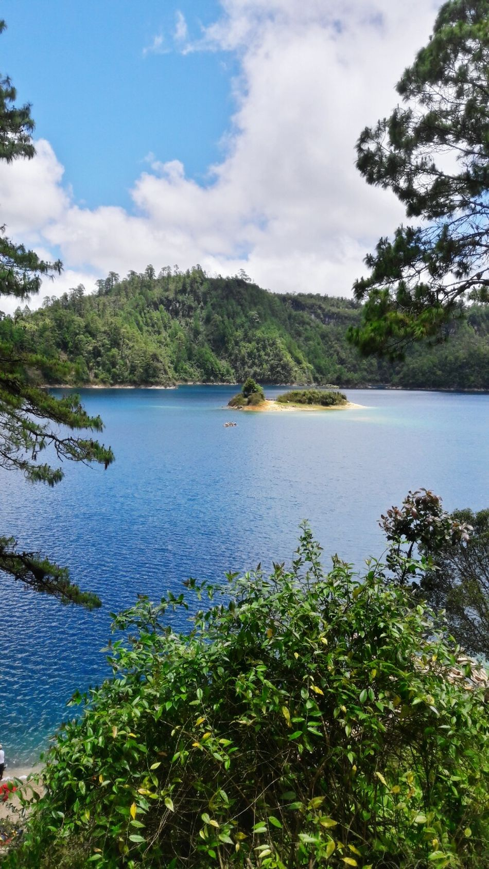 Blue Green Verde Green Color Sky Cielo Colorverde Chiapas, México Chiapasiónate Chiapas Chiapasvivemexico Nature Photography Hi! Agua Blue Water Blue Sky Amazing Day Amazing Place Lago MyPhotography Blue Water Rocas Water Nature BeautifulNature_collection