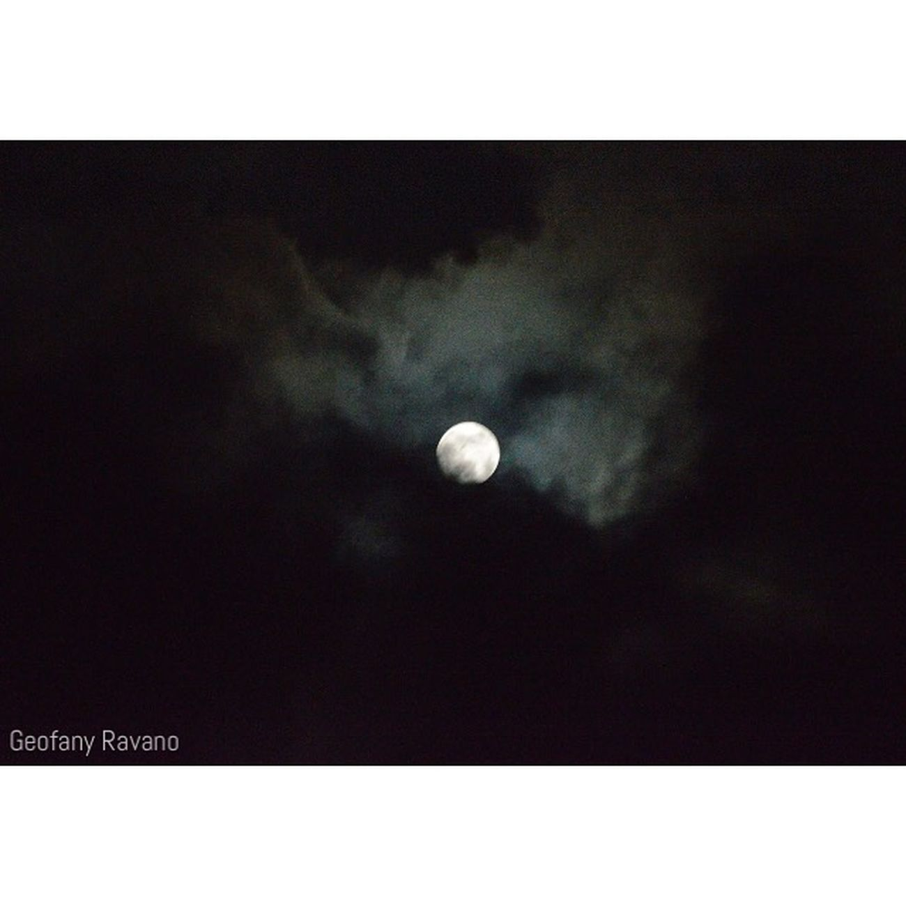 Lonely in the night, and talking to the moon... Nikon D3200nikon Photograph Photography Moon Night Indonesianphotos Indonesian_photography Indonesian_photographer