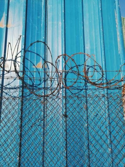 Fences Barbed Wire Blue Wall Inequality Trinidad And Tobago Port Of Spain P9photography P9 Huawei P9leica