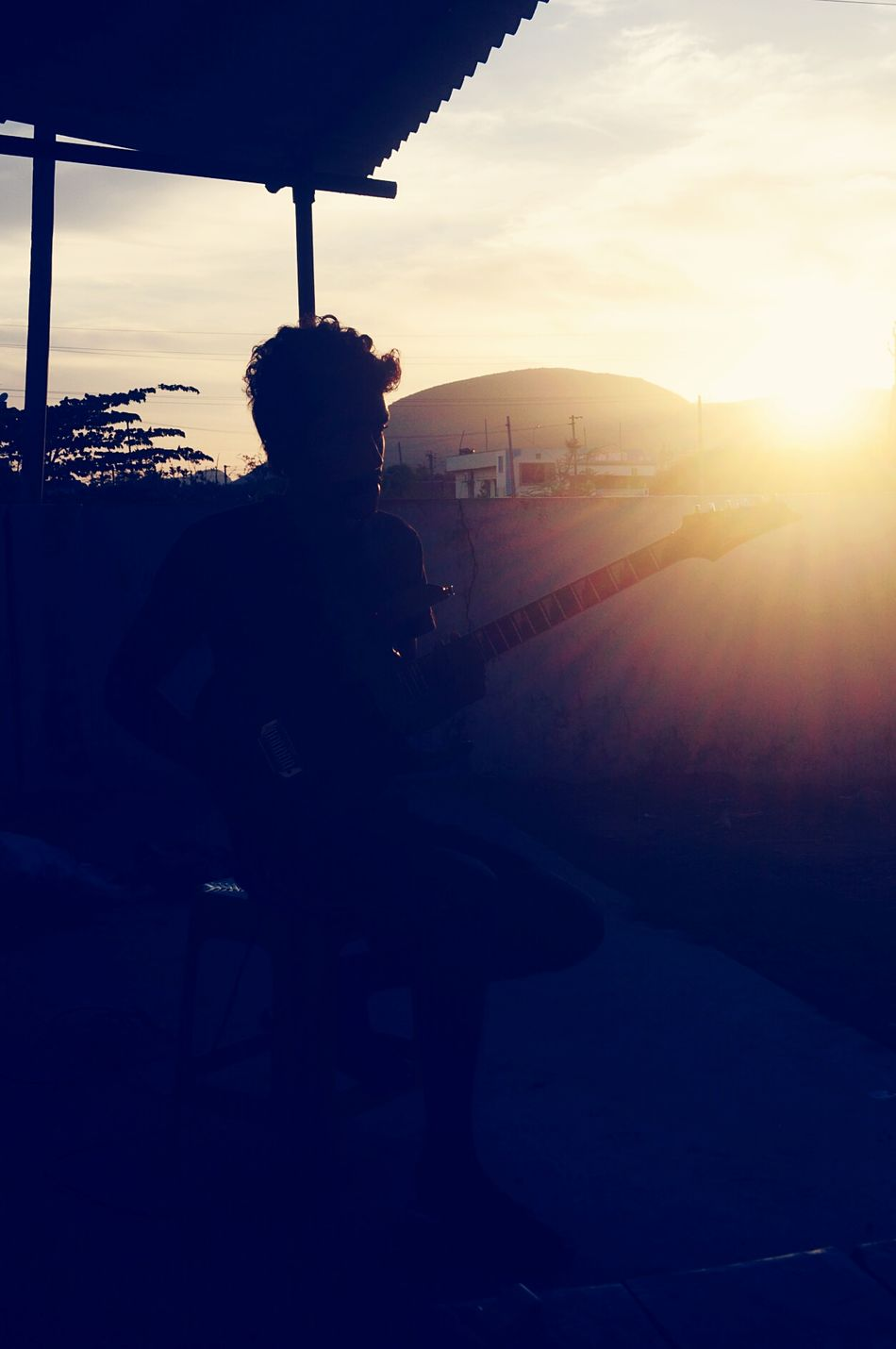 Guitarmoods Guitarhero Guitar Time Sunset Silhouettes Silhoutteshadows 🌇 Feeling Thankful Feelinggreat Sounds Of The Silhottes🌇🎶🎸
