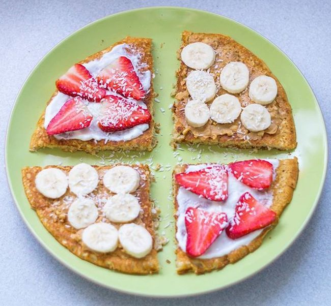 Uwielbiam omleta z masłem orzechowym i bananem 😆🍓🍌🍓🍌Dzisiaj omlet z płatkami owsianymi i odżywką ciasteczkową pycha!Kto tak jak ja uwielbia takie połączenie?😁😀PS.Uzupełniłam zapasy, bo teraz w Lidlu masło jest po 7.99 jakby ktoś był chętny😀Moje niestety się skończyło😦 Kolacja Dinner Omlet Otręby Owoce Fruits Kokosy Serek Naturalny Masło Orzechowe Lidl Healthy Food Instafood Delicious Yummy Fit Workout Polishgirl Poland Foodporn Home Homesweethome Healthyfood instafoodhomehomesweethomelikeforlikel4lf4f