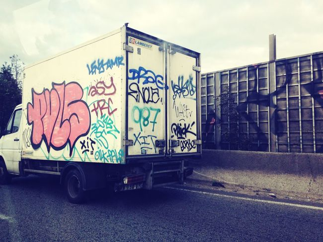 URBANISTA Taking Photos Ontheroad. Early Morning Yesterday Fourgonnette Chillout limousinewax 📷📱🚛
