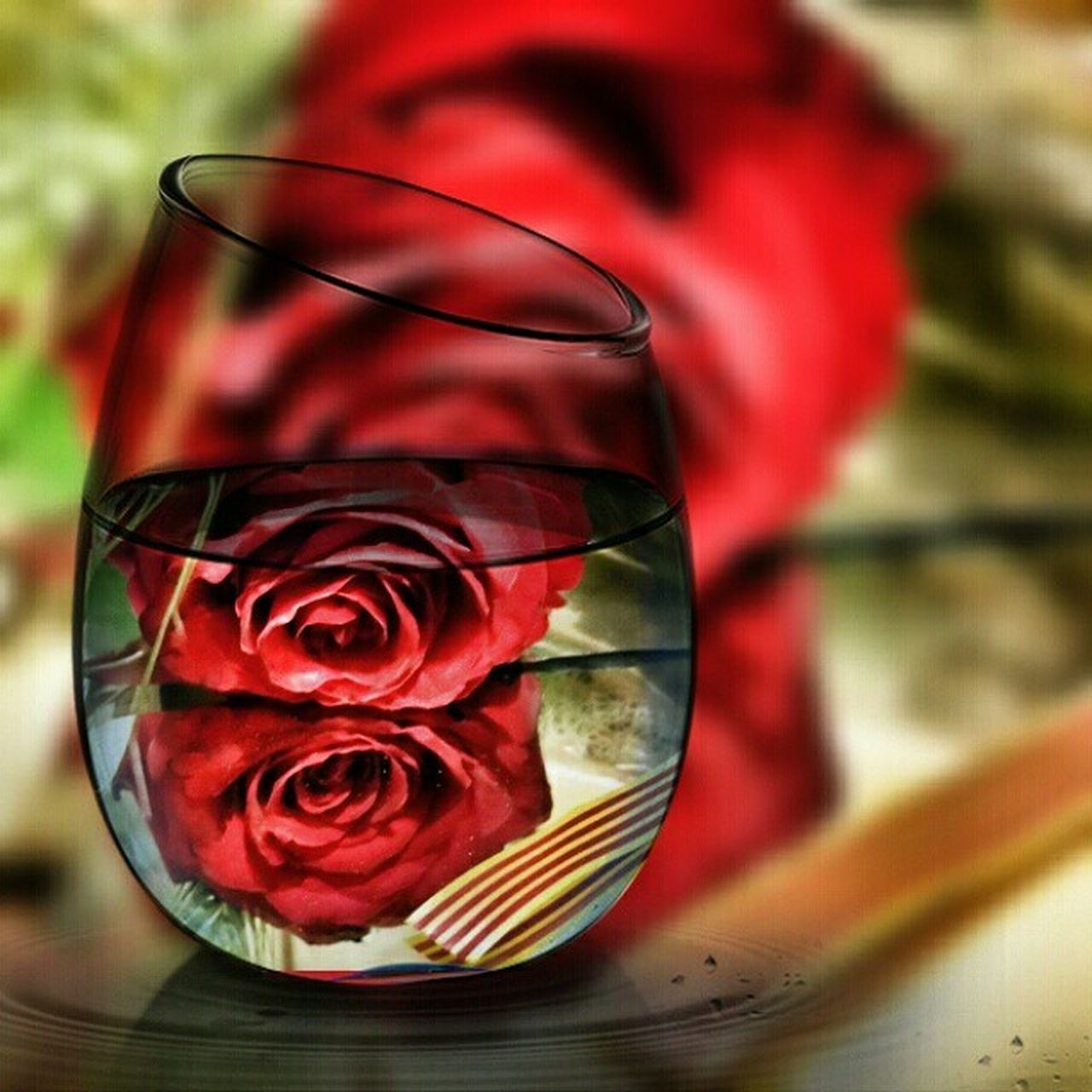 flower, close-up, wineglass, petal, no people, red, table, wine, drink, drinking glass, rose - flower, alcohol, fragility, flower head, indoors, nature, freshness, day, water, beauty in nature