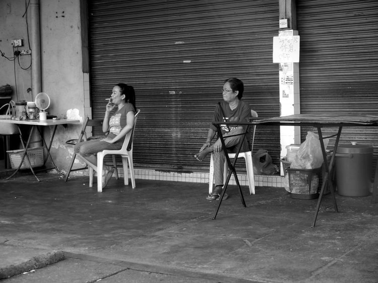 Mother And Daughter Candid Streetphotography Monochrome Life ASIA Smoking