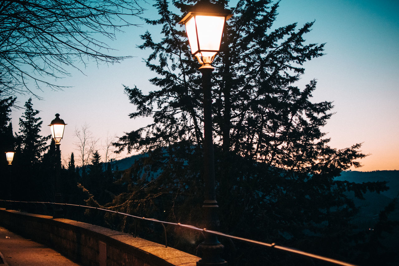 Amazing Beautiful Beauty In Nature Betterlandscapes Colorful Darkness Exploring Italy Lamp Post Landscape Landscape_Collection Mountain Night Nightphotography Outdoor Photography Outdoors Sunset Sunset Silhouettes Sunset_captures Sunset_collection Sunsets Tuscany Wonderful