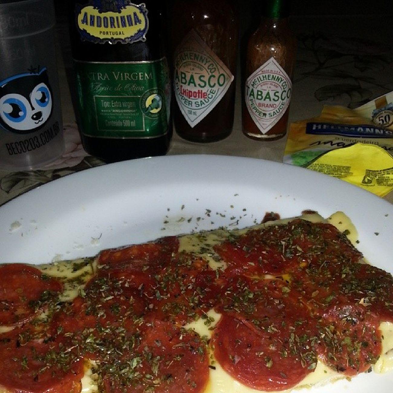Pizza de pepperoni pra começar bem o dia haha