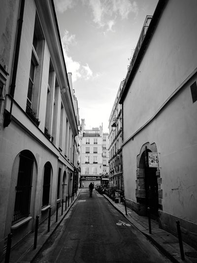 Alone Sky Cloud - Sky Travel Destinations Day Outdoors Architecture No People City Politics And Government Architecture TheMinimals (less Edit Juxt Photography) Shootermag_france Blackandwhite Shootermag Black And White Black & White Paris France TheWeek On EyEem One Person Minimalism
