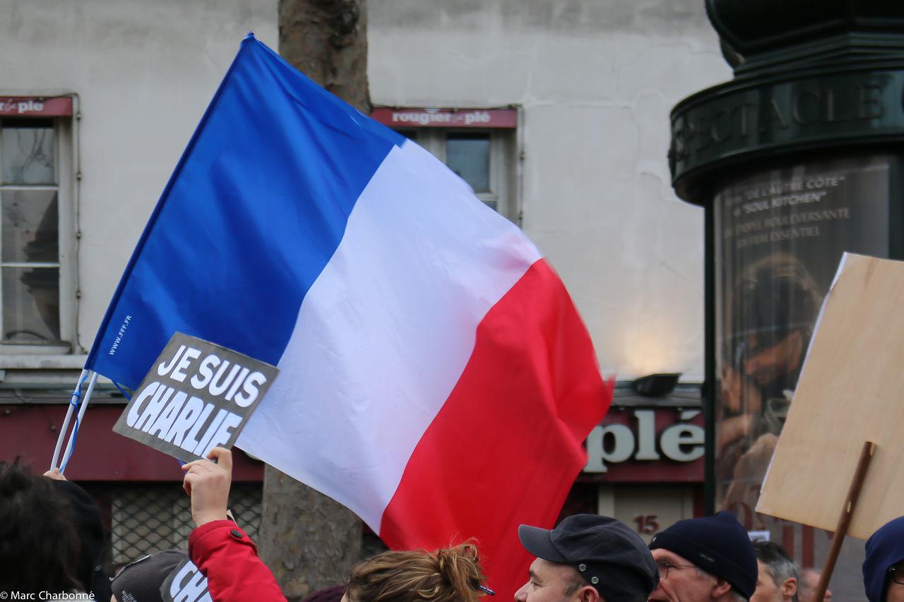 Attentat Attentat Paris Charlie Charliehebdo Drapeau Bleu Blanc Rouge Front View Manifestation Manifestation Contre Le Terrorisme Paris Real People