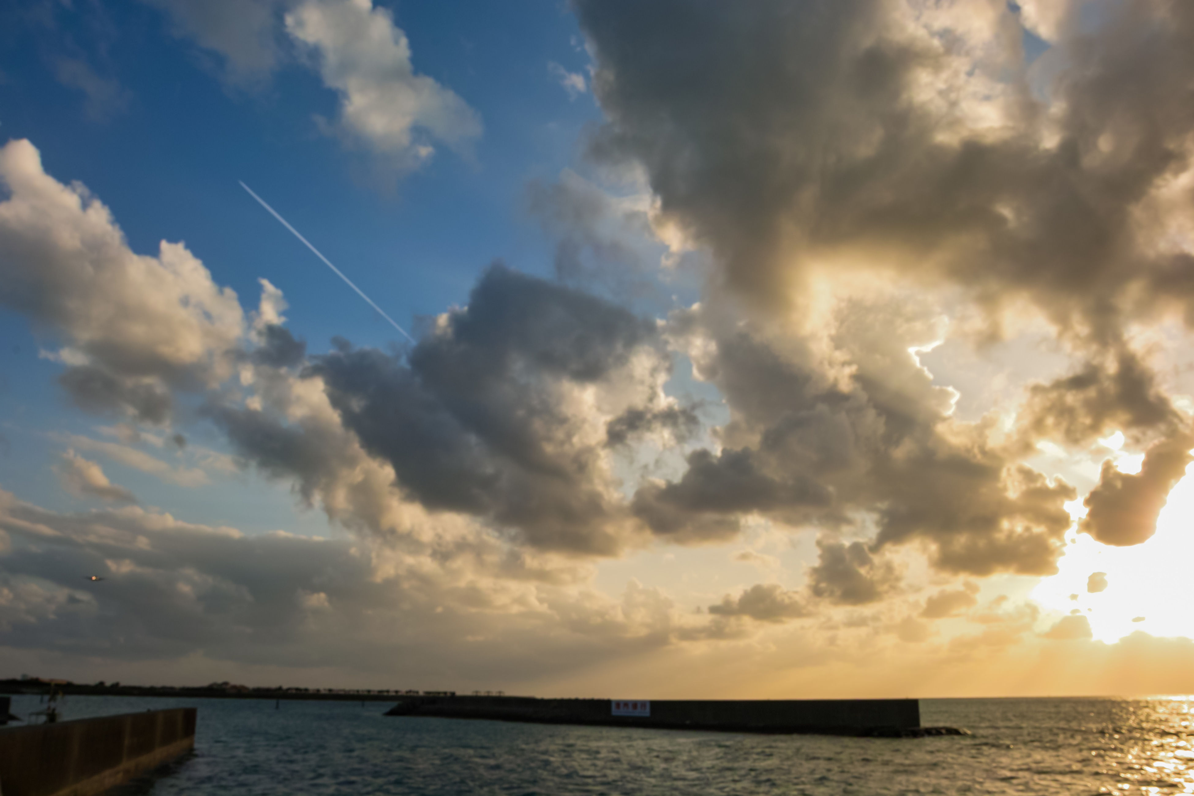 sea, water, sky, waterfront, horizon over water, cloud - sky, scenics, tranquil scene, sunset, tranquility, beauty in nature, cloud, cloudy, nature, sun, idyllic, rippled, sunbeam, silhouette, sunlight