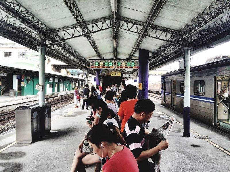 Subway People Waiting Waiting For A Train Rainny Day Monday Life The View And The Spirit Of Taiwan 台灣景 台灣情