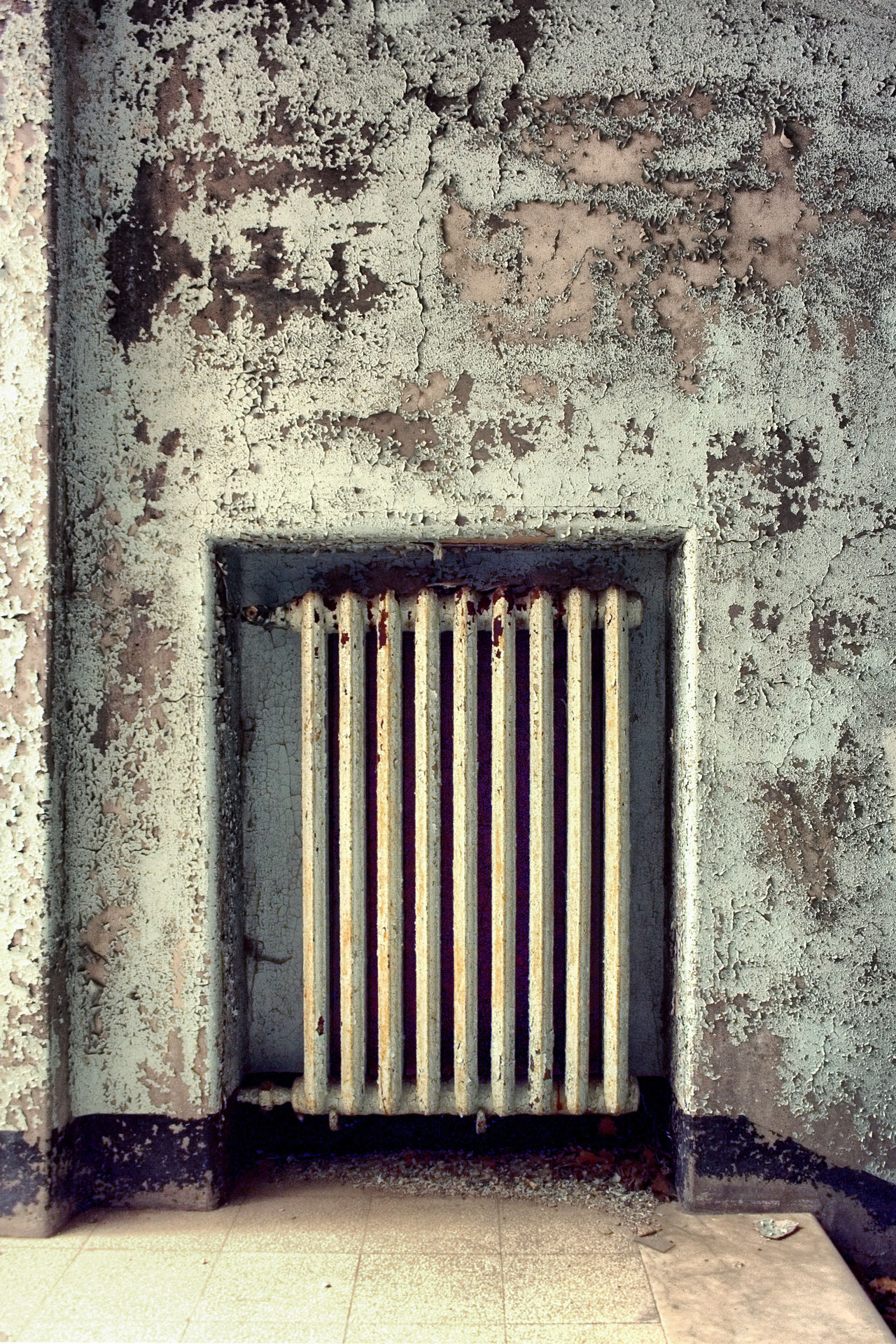 The ruined radiator Abandoned Architecture Built Structure Day No People Outdoors Radiator Rust Rusty