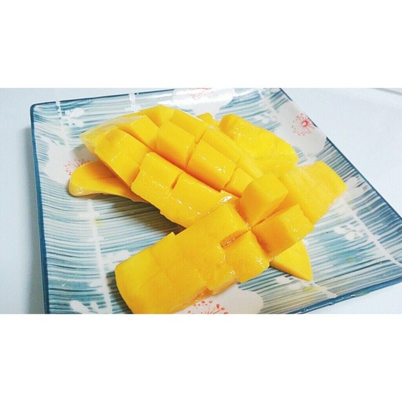 먹스타그램 과일 망고 꿀맛 허니맛 디저트 간식 우쉬 아무생각없이 자르다가 잘못자름? 그래도 망고는 사랑입니다 ?