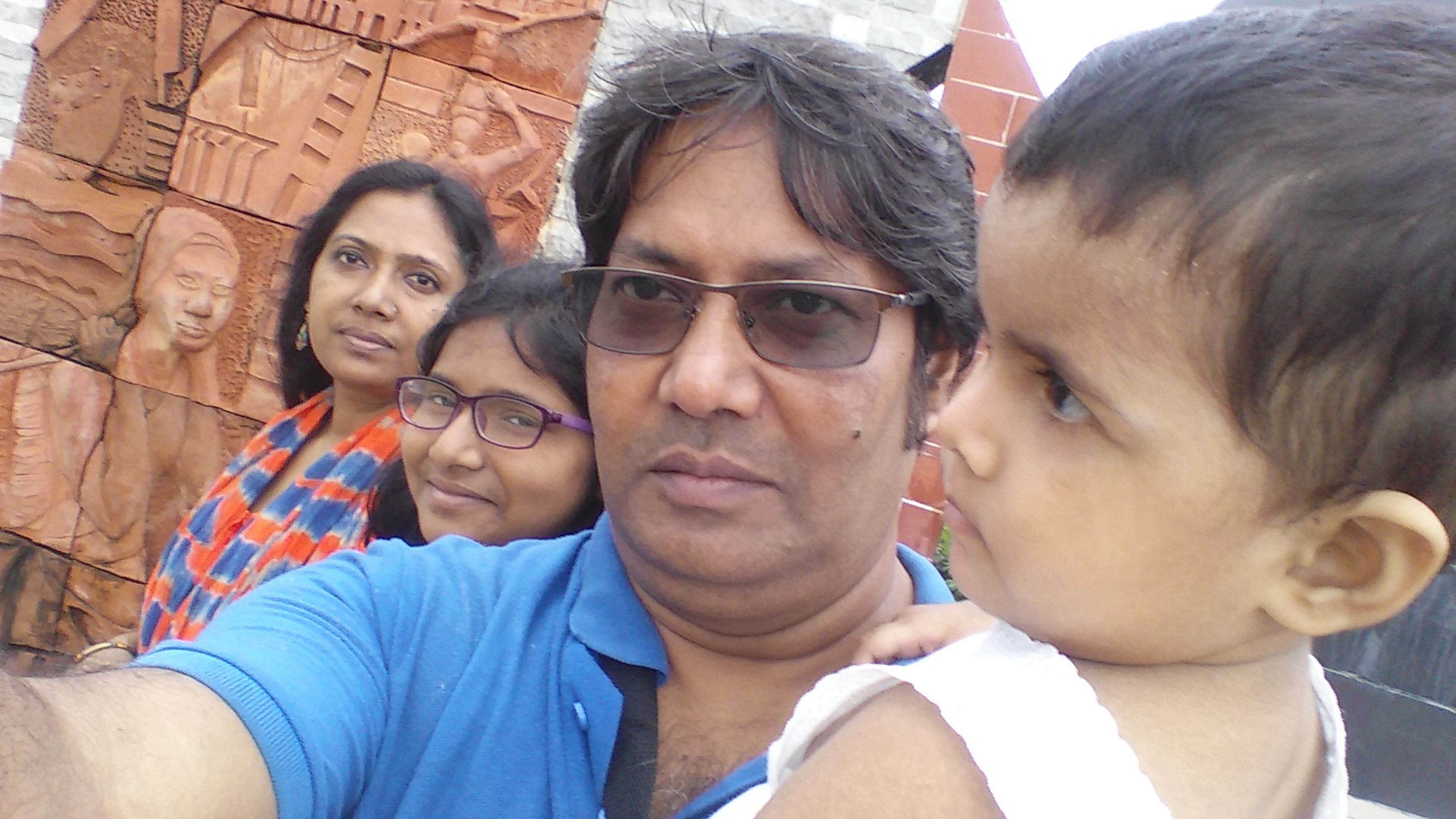 togetherness, leisure activity, lifestyles, bonding, friendship, love, headshot, young adult, front view, looking at camera, person, focus on foreground, friend