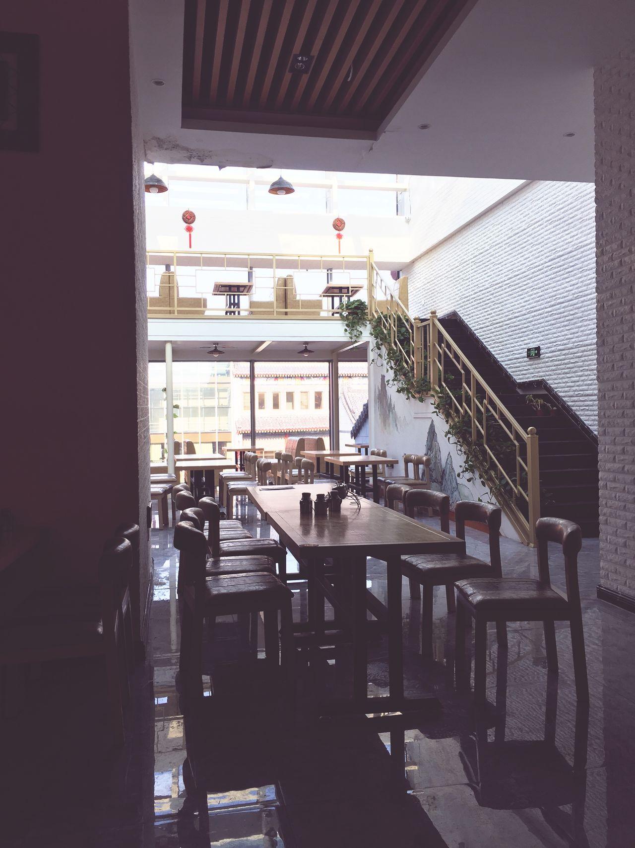 这儿窗边的采光真棒 开咖啡店多好 偏偏成了饺子馆😂