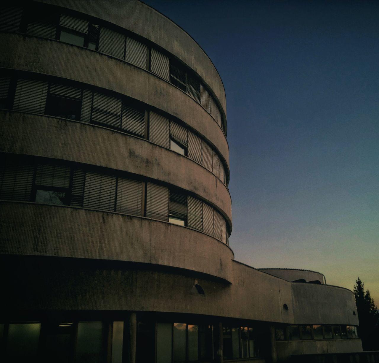 Building Sunset Sunlight Colors Silhouette Sarajevo Sarajevobosnia Bolnica Futuristic Armed