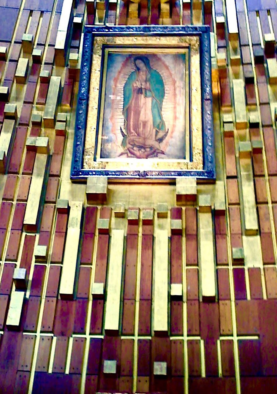 Villa de Guadalupe, Mexico On Dec. 12, the Catholic Church celebrates the Feast of Our Lady of Guadalupe, marking the day when, in 1531, the Blessed Mother appeared in Mexico to a 57-year old peasant named Juan Diego. Basilica De Guadalupe Mexico City Guadalupe's Virgen Virgen De Guadalupe Check This Out Hanging Out Taking Photos IPhoneography Mexico Una Mirada Al Mundo Telling Stories Differently