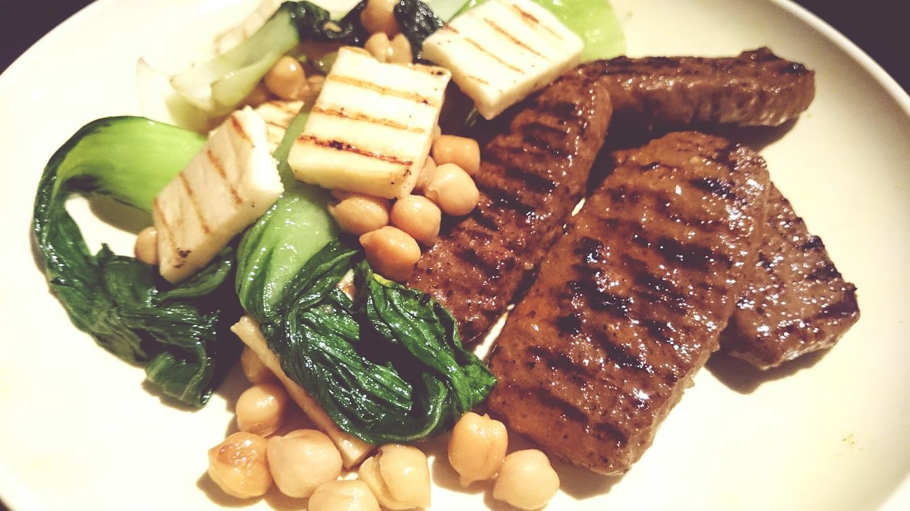 Whatsonmyplate esta noche a crazy combo off Adana Kebap Paksoi y Chickenpeas and a bit off Haloumi or ( Hellim Cheese) Food Porn Food Photography