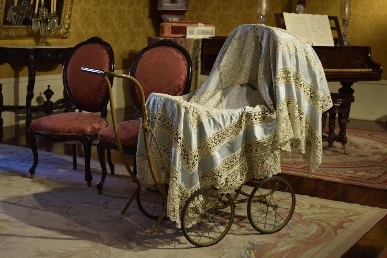 Palacio Nacional de la Ciudad de México Antique Baby Carriage Carreola Old Buildings Old-fashioned Pushchair Salon Antiguo Stroller