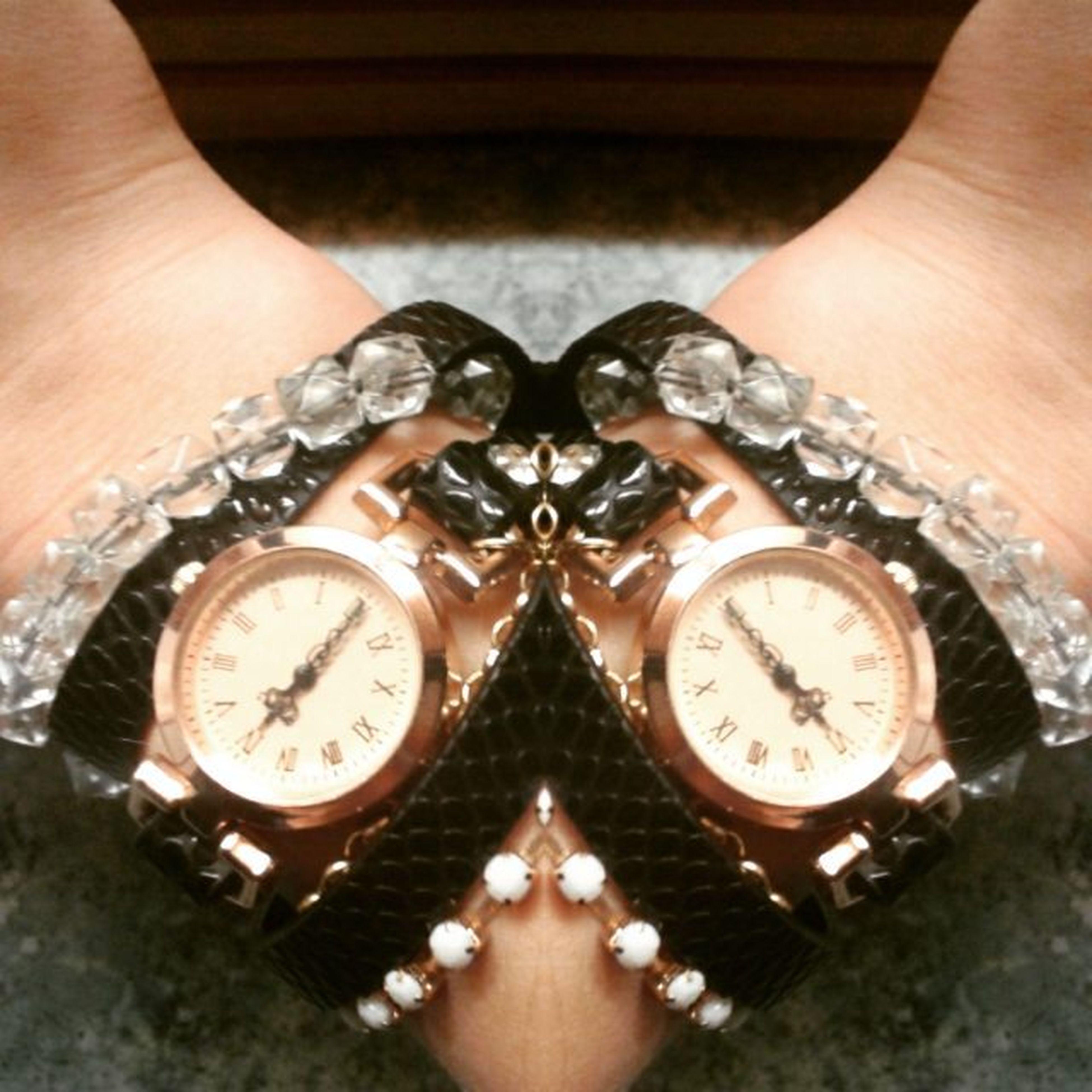 """18:00 wybiła- pora na święta""""Pierwszą miłość""""!!! :) :* Zegarek Osiemnasta Równagodzina Mojaręka Myarm Mywatch Myfavouritefilm Mylove F4F L4l Follow Love Bestphoto Notmyfacephoto Photo Photooftheday"""