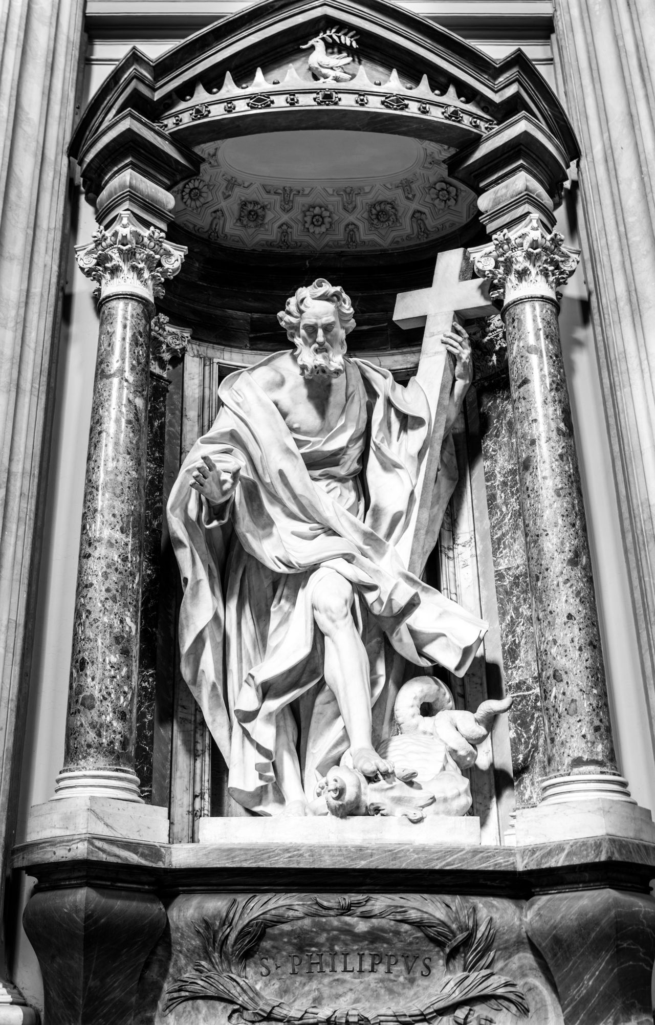 Heavy Artillery. Human Representation Low Angle View Religion Art And Craft Male Likeness Statue Place Of Worship Spirituality Sculpture Architecture Rome Italy Europe Rome Roma Fortheloveofblackandwhite Black And White Blackandwhite Black & White Italy❤️ Italia Bella Italia Church Basilica Statue Heavy