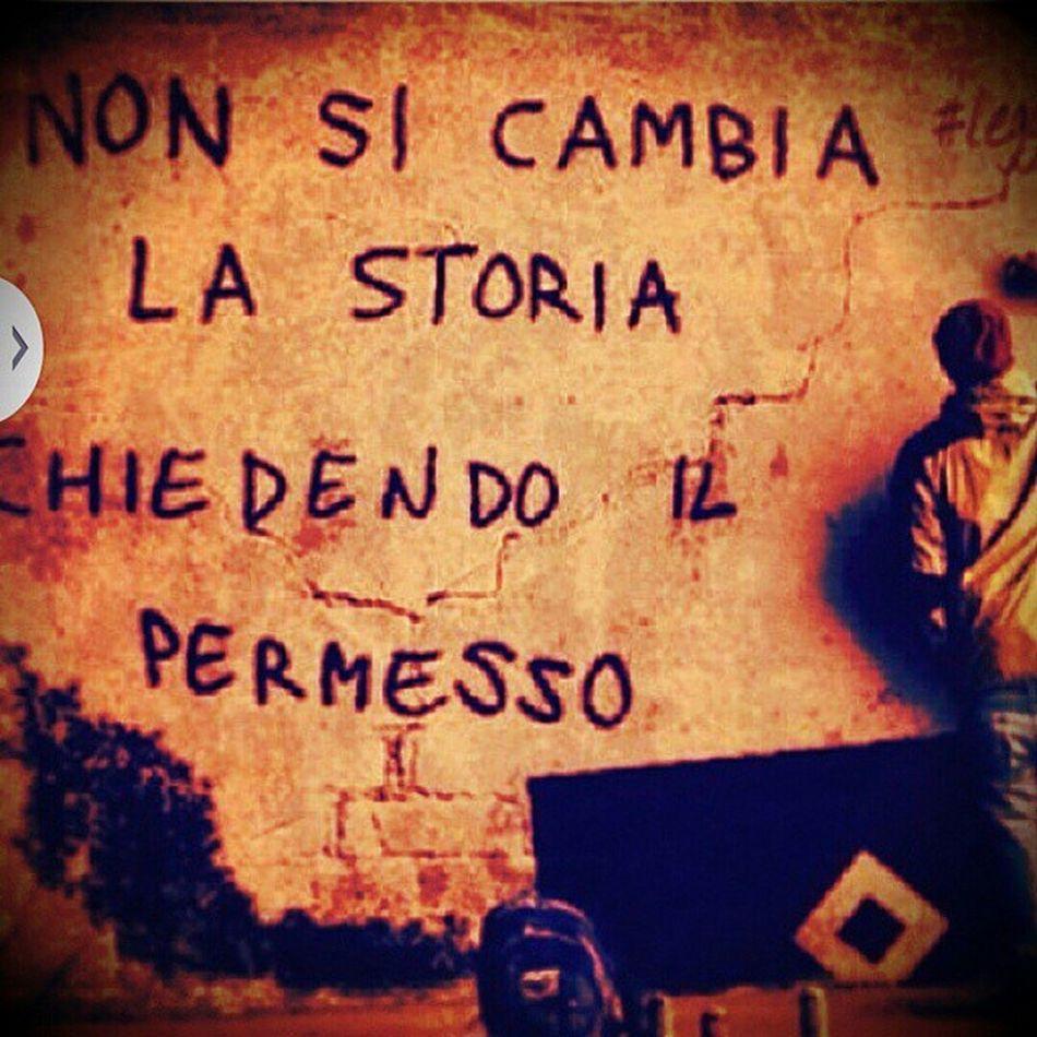 Cambia , Storia , Vivere , Frasedelgiorno , permesso, non, chiedere, nonbussare, igersitalia, iger_campania, instanapoli,