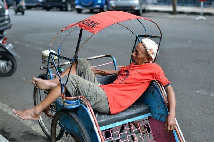 Investing In Quality Of Life EyeEm Selects Fell asleep on his own becak (trishaw) whilst waited for customers. Real People Transportation Mode Of Transport Street Sitting One Person Land Vehicle Outdoors Focus On Foreground Day Road Lifestyles Becak Trishaw City People Adult Jakarta INDONESIA The Week On EyeEm Connected By Travel