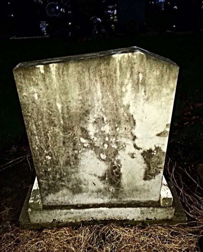 I See Faces Spooky Gravestone Ghost 👻