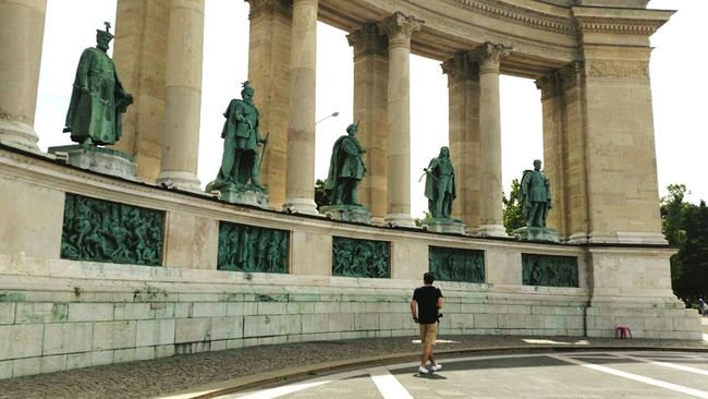 Feel The Journey Budapest Hero Square Lifestyles Traveling Enjoying Life Outdoors Statue Day