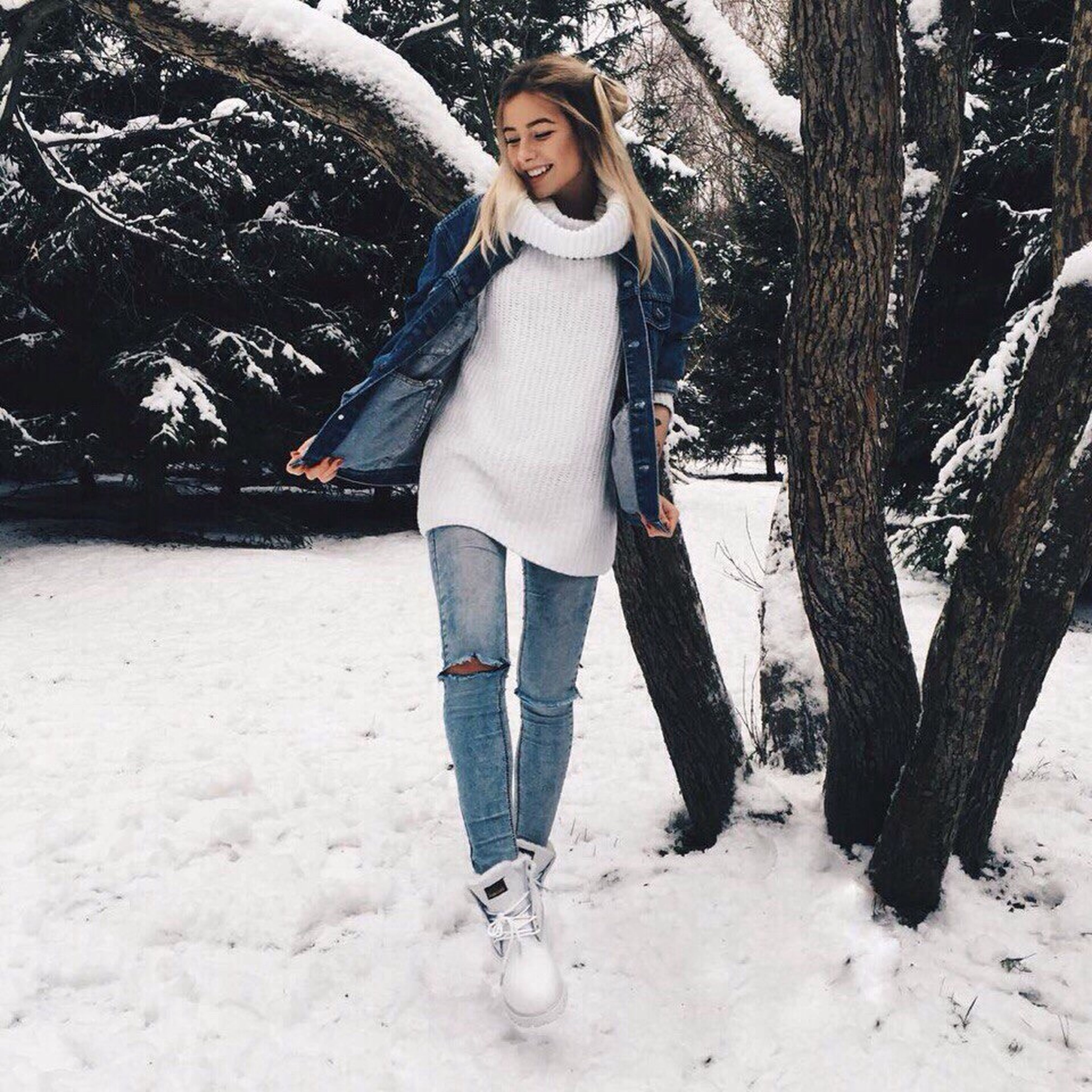 full length, one woman only, casual clothing, only women, one person, adults only, front view, tree, looking at camera, people, portrait, smiling, happiness, outdoors, beautiful woman, day, winter, one young woman only, adult, real people, nature, young adult